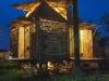 veduta esterna della casa di bambù