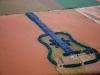 campo con chitarra