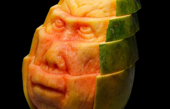Un'incredibile scultura.. di papaya!