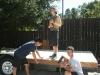 Austin Hay durante la costruzione della sua mini-casa