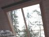 La grande vetrata affacciata sul bosco