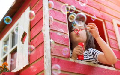 Una casetta ecosostenibile in legno per i giochi dei bambini