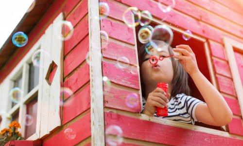 Photo of Una casetta ecosostenibile in legno per i giochi dei bambini