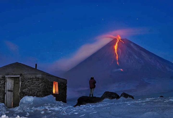 Photo of Vulcano in eruzione in Kamtchatka