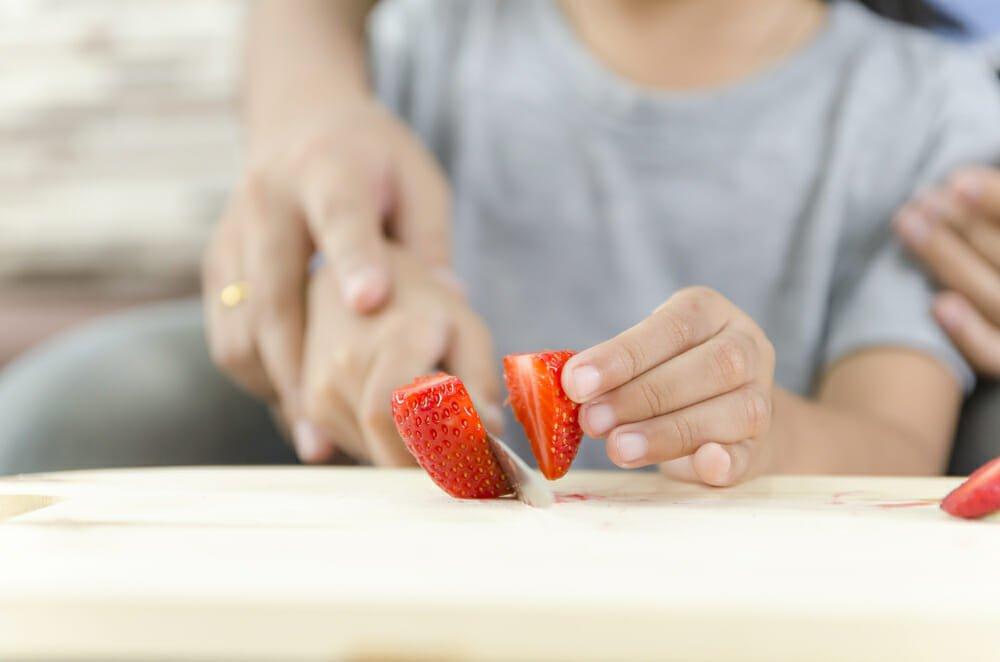 Photo of I segreti per sbiancare i denti con metodi naturali: quali sistemi (e alimenti) funzionano e quali no