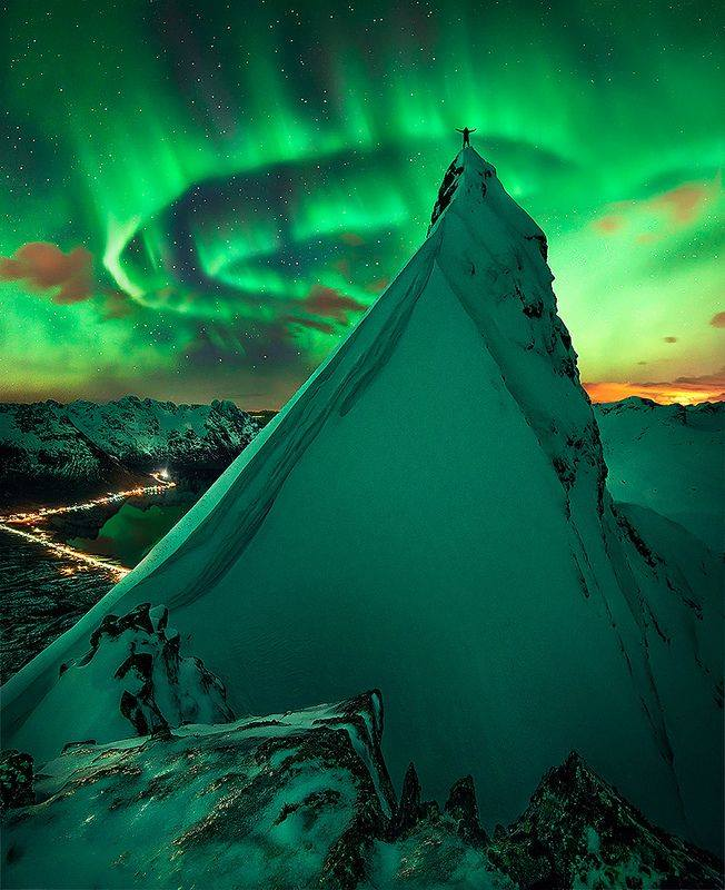 Photo of Aurora Boreale Norvegia: foto splendida da Svolvaer