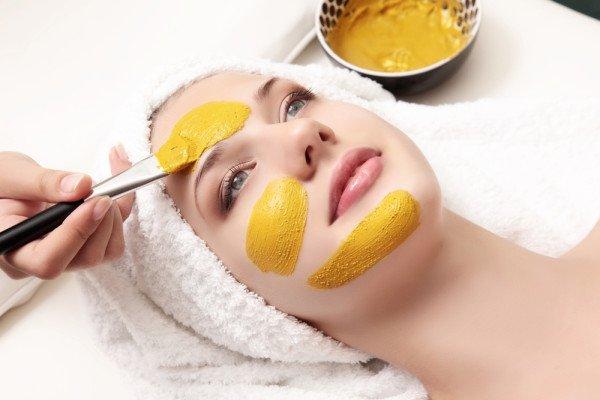 Come fare una maschera nutriente per il viso al tuorlo e limone