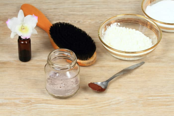 Come fare lo shampoo naturale fai da te all'argilla e alla farina