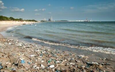 In Italia il mare sempre più inquinato: 27 rifiuti ogni kmq