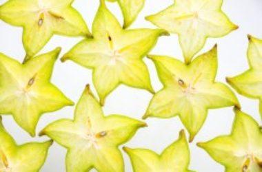 Scopriamo la Carambola: un frutto esotico a forma di stella, buono non solo per decorare