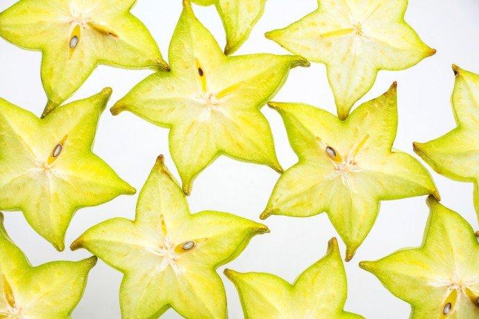 Photo of Scopriamo la Carambola: un frutto esotico a forma di stella, buono non solo per decorare