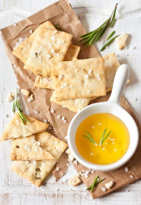 La ricetta dei crackers con pasta madre