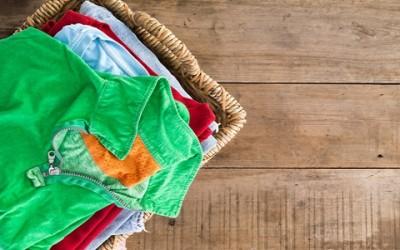 Macchie di resina: come togliere la resina dai vestiti