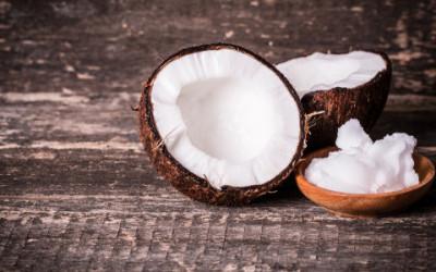 Guida all'olio di cocco, proprietà e utilizzi ma anche critiche e controindicazioni