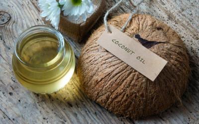 Cosmetici fai da te con olio di cocco per capelli e corpo