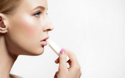 Come curare le labbra in modo naturale: fare uno scrub e un gloss