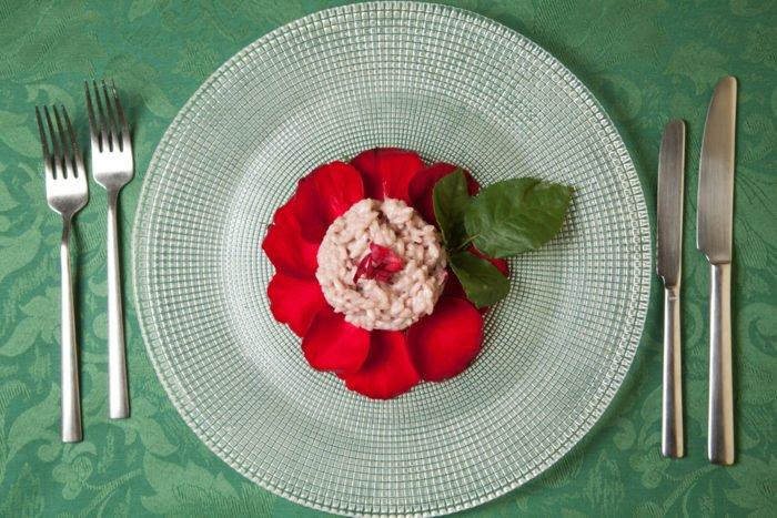 risotto ai petali di rosa e vino bianco