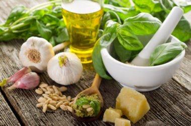 Guida alla preparazione del pesto alla genovese, dagli ingredienti alla scelta della pasta