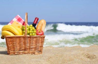 Tutti gli alimenti per proteggere la pelle dal sole e rafforzarla in modo naturale