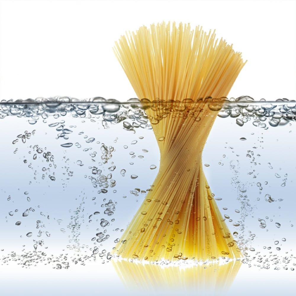 Photo of Anche l'acqua di cottura della pasta può essere riutilizzata in tanti modi utili: eccone alcuni