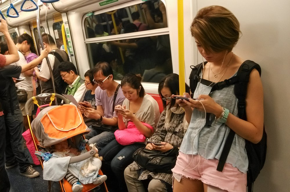 Photo of Troppi gadget elettronici, meglio viaggiare con i mezzi pubblici!