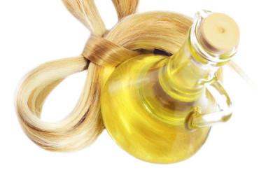 Olio di oliva sui capelli secchi: trattamenti e maschere