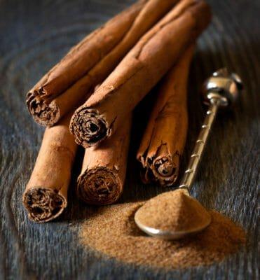 Come farsi il bagnoschiuma con ingredienti naturali: ricetta con la cannella