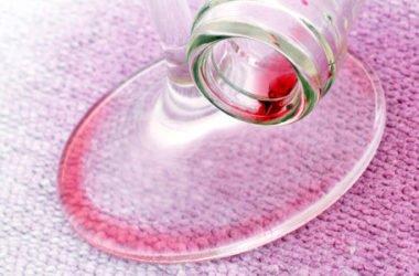 Come togliere macchie di vino rosso con prodotti naturali