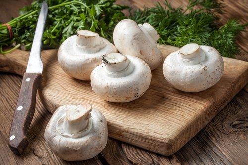 Insalata di funghi champignon crudi e spinaci ricetta