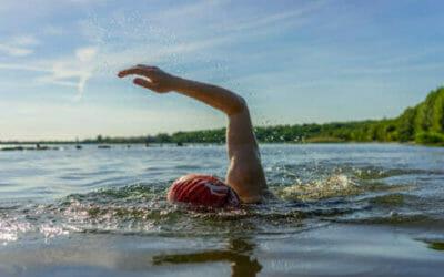 Outdoor swimming, nuotare nell'acqua fredda per tonificarsi e allenarsi
