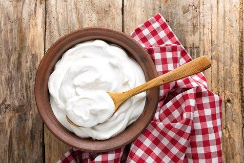 Photo of Lo yogurt fa bene? Proprietà, benefici e ricette