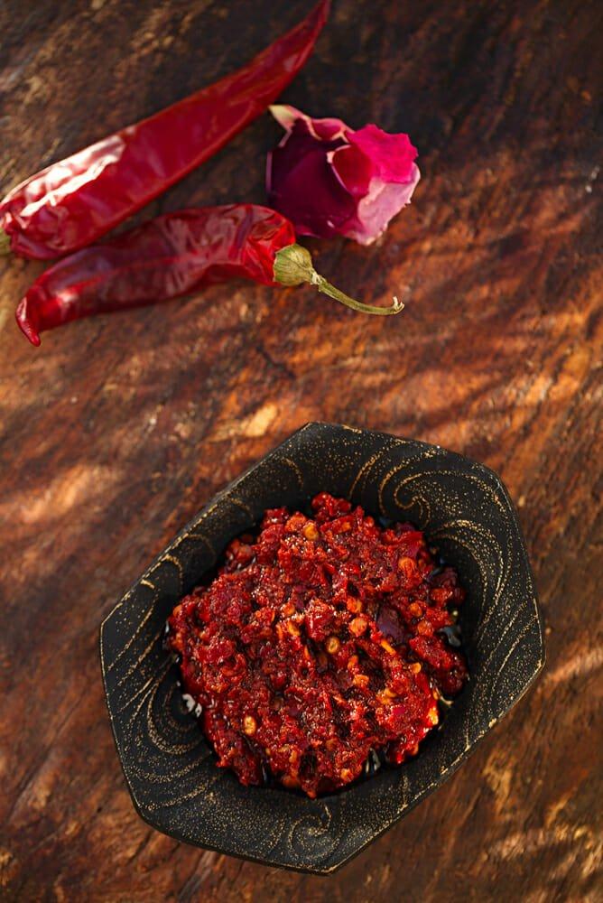 Photo of Come preparare la salsa harissa, la famosa salsa piccante ai peperoncini popolare in Nord Africa
