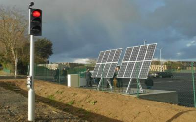 Francia, primo semaforo a energia solare