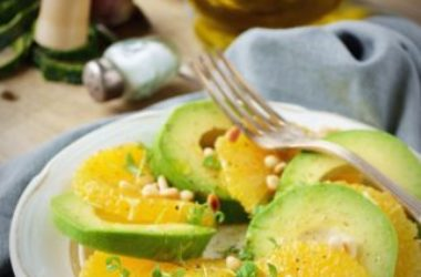 Un altro piatto per l'estate: la ricetta dell'insalata di avocado e arance