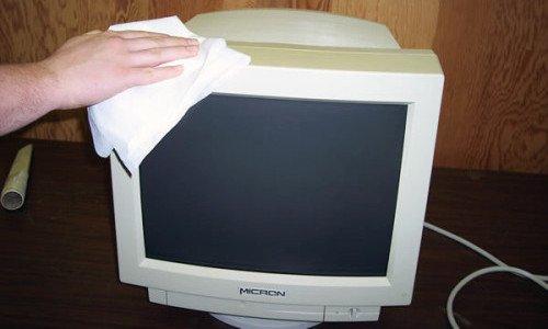 Photo of Come pulire lo schermo del pc e altri dispositivi elettronici