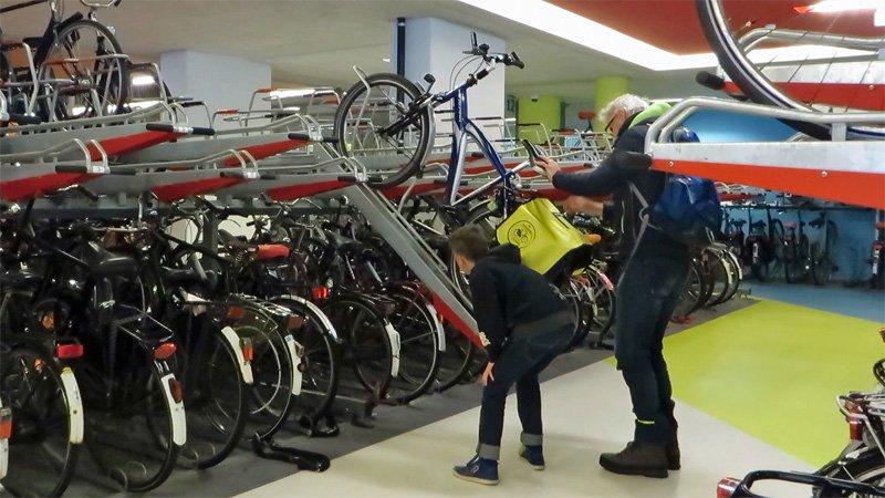 Photo of In Olanda si fanno parcheggi solo per ciclisti
