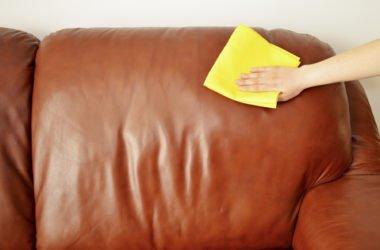 Come pulire divano in pelle: consigli pratici e metodi naturali