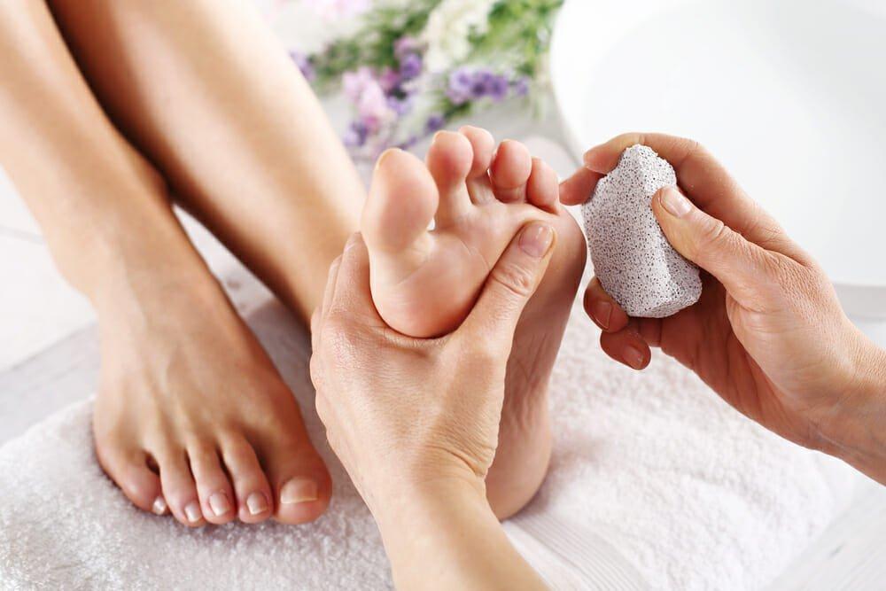 Photo of Come fare uno scrub per i piedi con ingredienti naturali