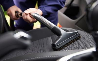 Come pulire gli interni dell'auto: dalla tappezzeria ai sedili