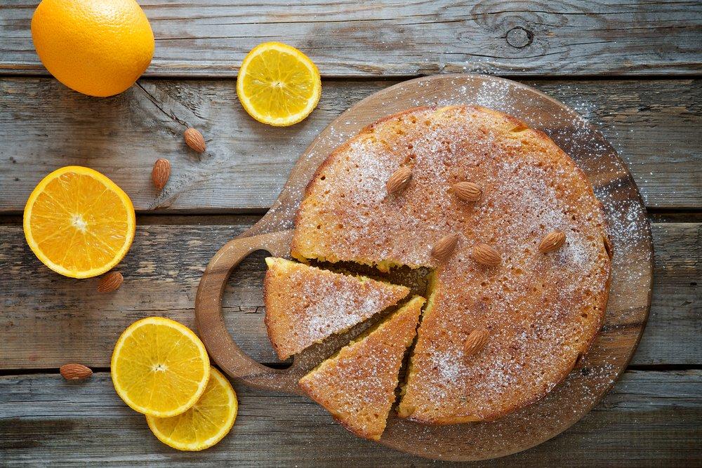 Photo of Torta di mandorle soffice, ecco la ricetta base e quella al burro di soia