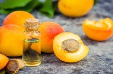 Olio di albicocca: emolliente e antinfiammatorio per la pelle, si usa anche in cucina