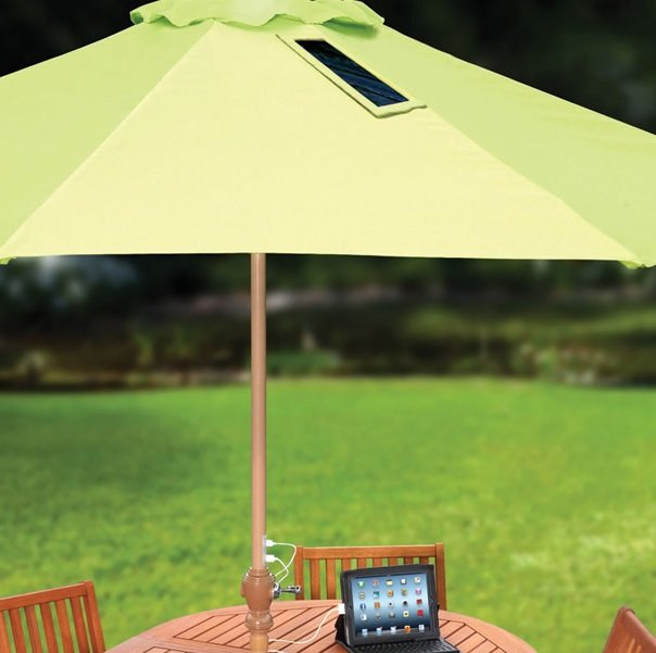 Photo of Un ombrellone solare che ricarica il cellulare