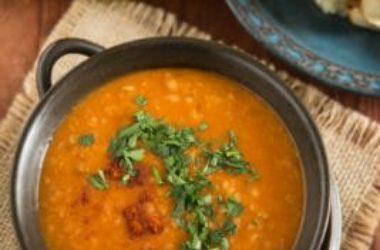 Una ricetta semplice e salutare: la zuppa di pomodoro e bulgur