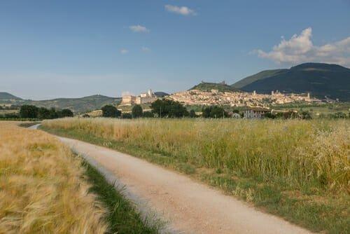 Photo of Ecco 9 cammini in Italia, da percorrere a piedi o in bici