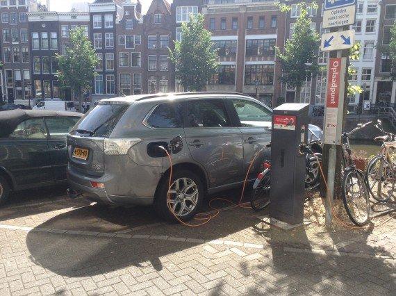 Photo of Olanda a un passo dal bandire le auto che non siano elettriche dal 2025
