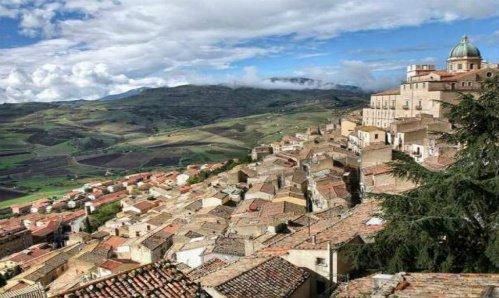 Photo of Comprare casa a 1 euro per fermare l'abbandono dei borghi italiani