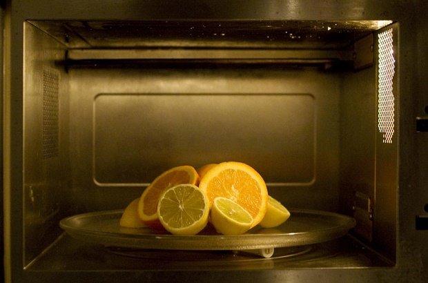 olio essenziale di limone per pulire il forno