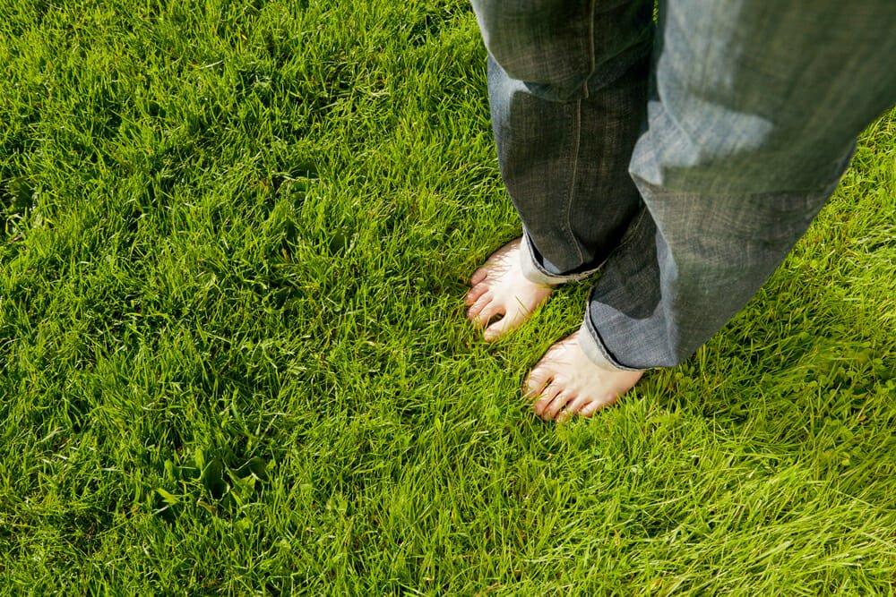 Photo of I benefici (e i rischi) del barefoot running, ovvero correre a piedi nudi