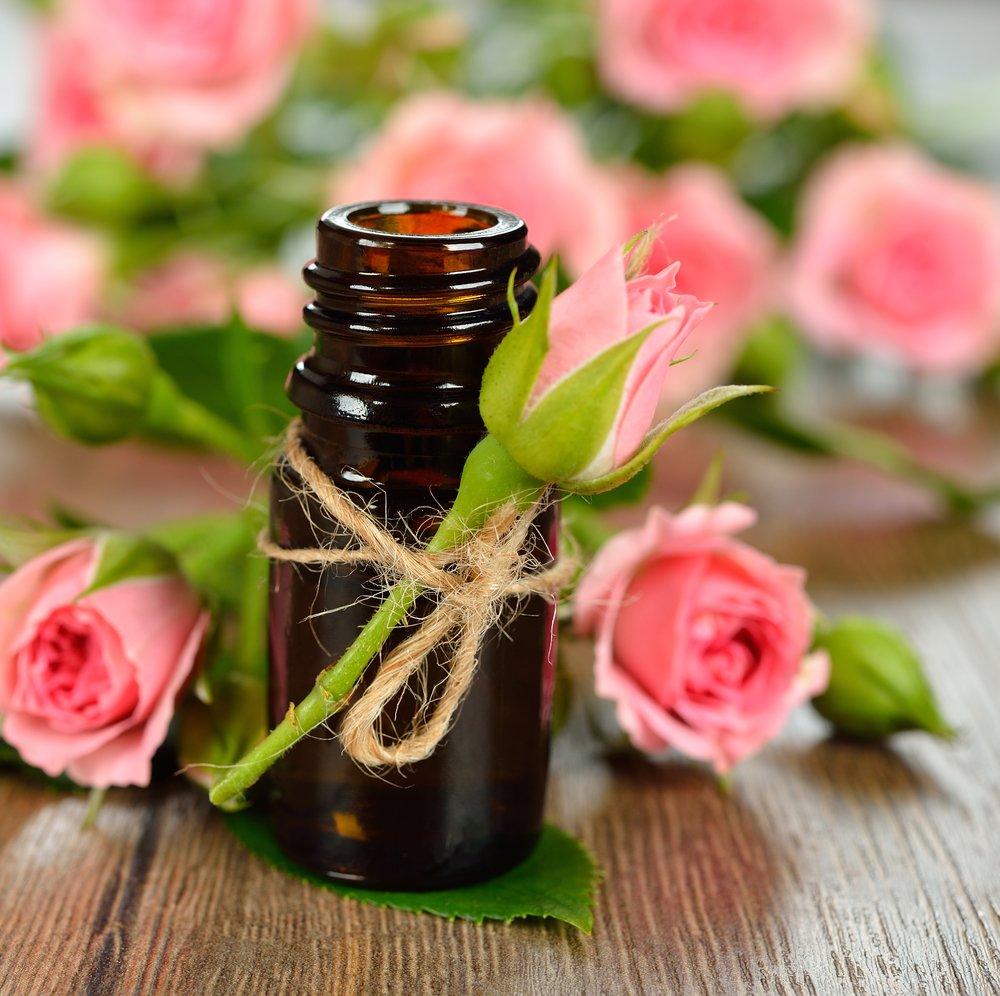 Photo of Tutte le proprietà dell'olio essenziale di rosa e i suoi utilizzi principali