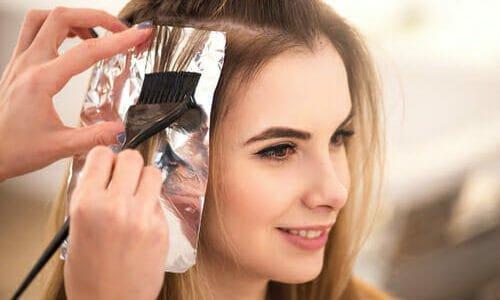 Photo of Ecco come schiarire i capelli in modo naturale con le nostre ricette senza prodotti chimici